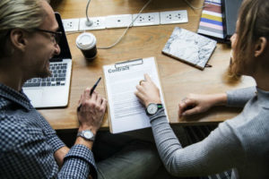 Przyczyny wypowiedzenia umowy spółki cywilnej mogą być określone przez wspólników w umowie spółki.
